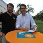 Florian Treitlinger und Andreas Scheuer machen die Fördermitgliedschaft amtlich