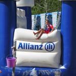 Bayernspieler flüchtet über die Seitenmauer der Allianzarena