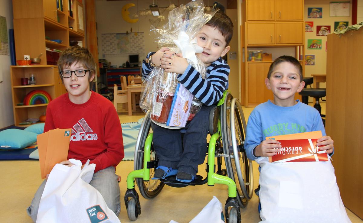 Einige Schüler der Don Bosco Schule freuten sich über die Überraschung